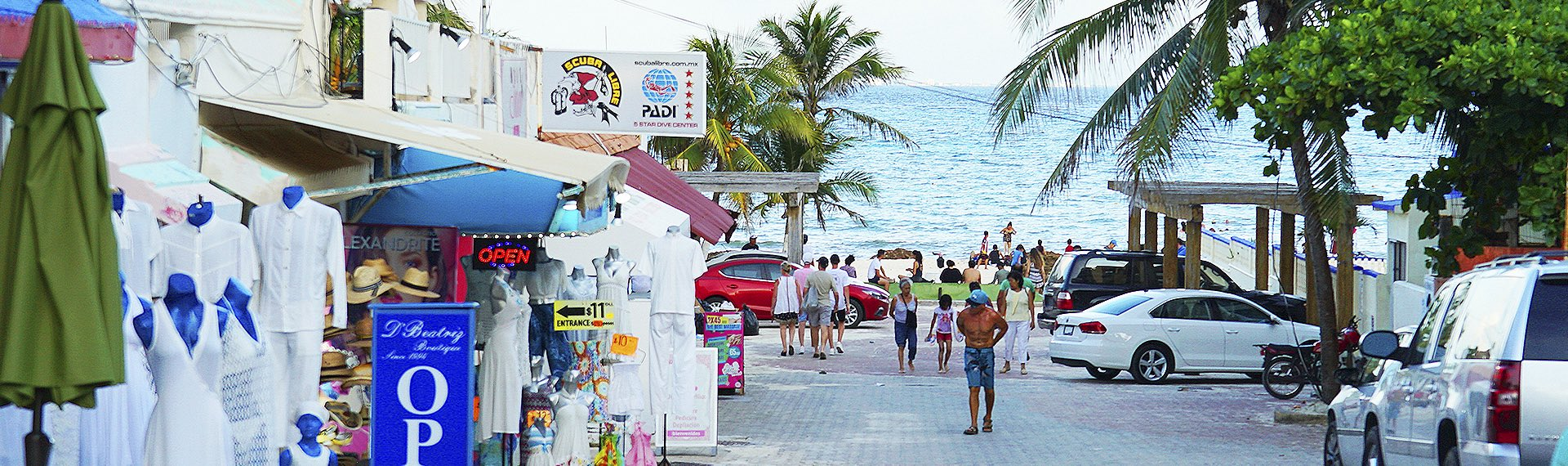 Shops, bars and beach on the 5th avenue of Playa del Carmen