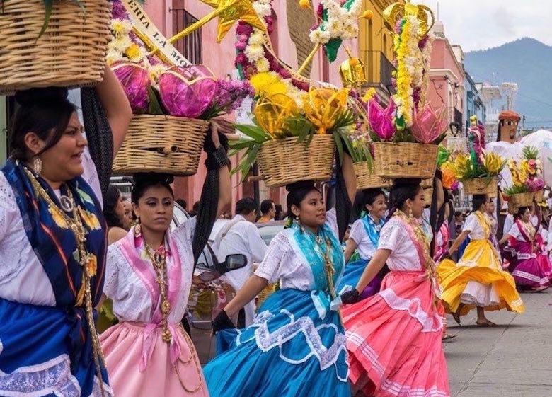 Enjoy the presentations and Mexican music at the Festival de San José del Cabo