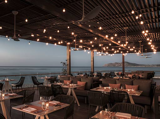 Romantic plans in Los Cabos restaurants